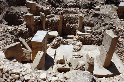 Kitab Kejadian memberi petunjuk bahwa Taman Eden terletak di selatan Mesopotamia, yang sekarang dikenal sebagai Irak. Arkeologis...