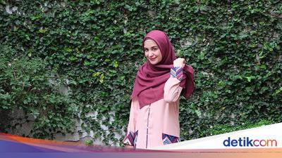 5 Tutorial Hijab Segi Empat Untuk Salat Ied Hingga Silaturahmi Lebaran