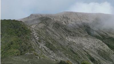 Selain memiliki jalur yang indah dan sulit tempuh, juga ada legenda di jalur pendakian Gunung Kerinci yang hingga kini masih tersimpan dan menjadi daya tarik bagi pendaki.